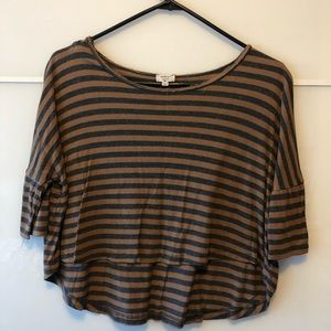 $9 With Purchase Wilfred Half Sleeve Cropped Top